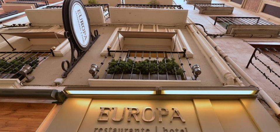 fachada hotel europa en pamplona