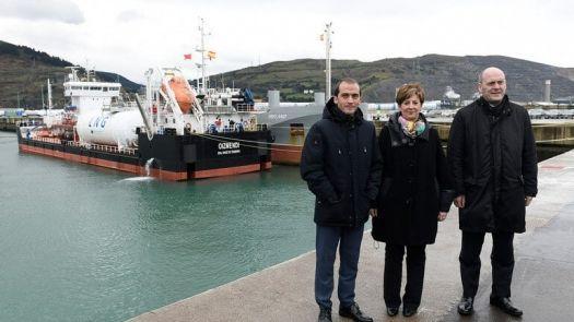 Prueba piloto de carga de GNL barco a barco
