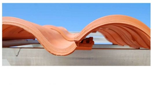 Diseño y altas prestaciones se unen en Klinker Hydra, la teja de cerámica mixta de Cobert