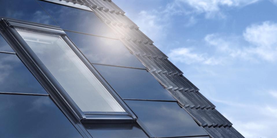 paneles solares fotovoltaicos en cubierta inclinada