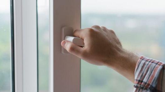 Es necesario renovar el aire interior al menos una vez al día para mantener un ambiente saludable