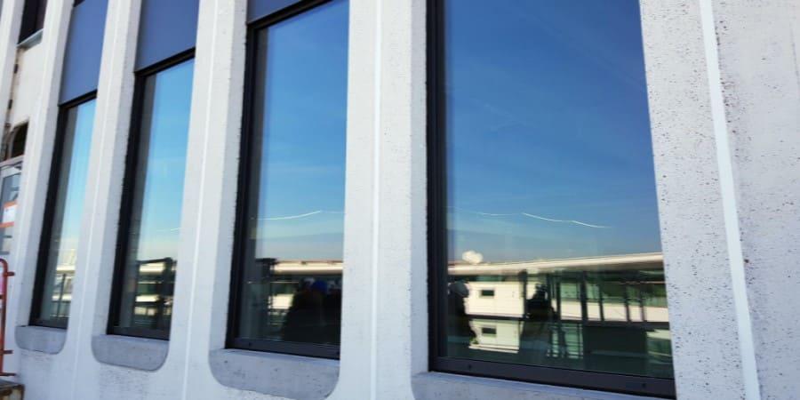 Mejora de la estanqueidad y acústica illbruck en el Hotel Moxy del aeropuerto de Lyon Saint Exupéry