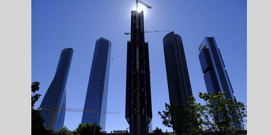 Instalación de aislamiento URSA en la Torre Caleido de Madrid