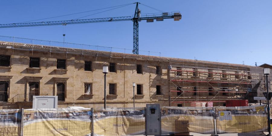 Onduline bajo teja en la rehabilitación del histórico Colegio Mayor San Bartolomé de la Universidad de Salamanca