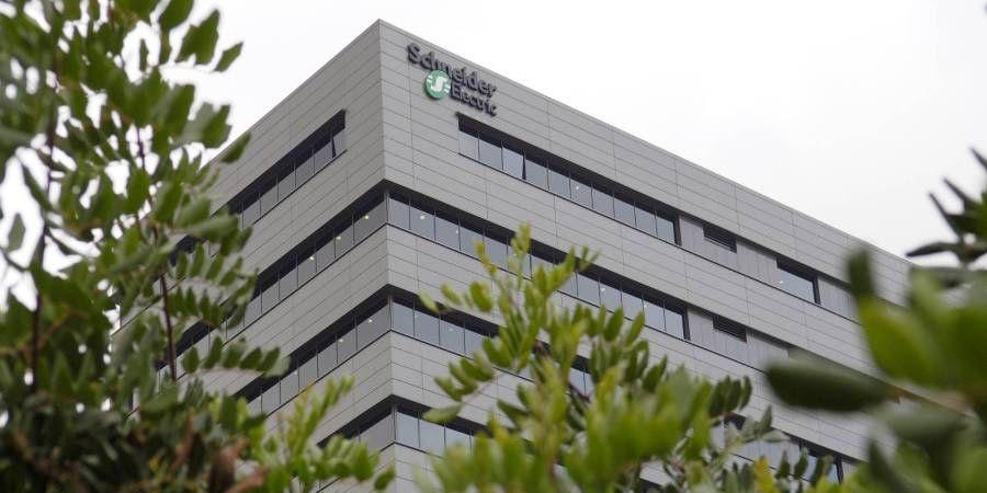Schneider Electric colabora con distribuidores IT en una oferta pionera de servicios de gestión de la energía