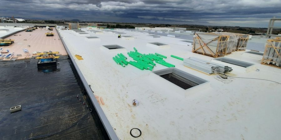 Ventajas de la cubierta plana invertida para reducir problemas de filtraciones y humedades